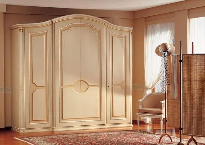 Tủ áo màu trắng 4 cánh với đường phào chỉ tinh tế